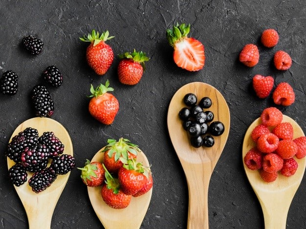 different types of berries rich with antioxidants